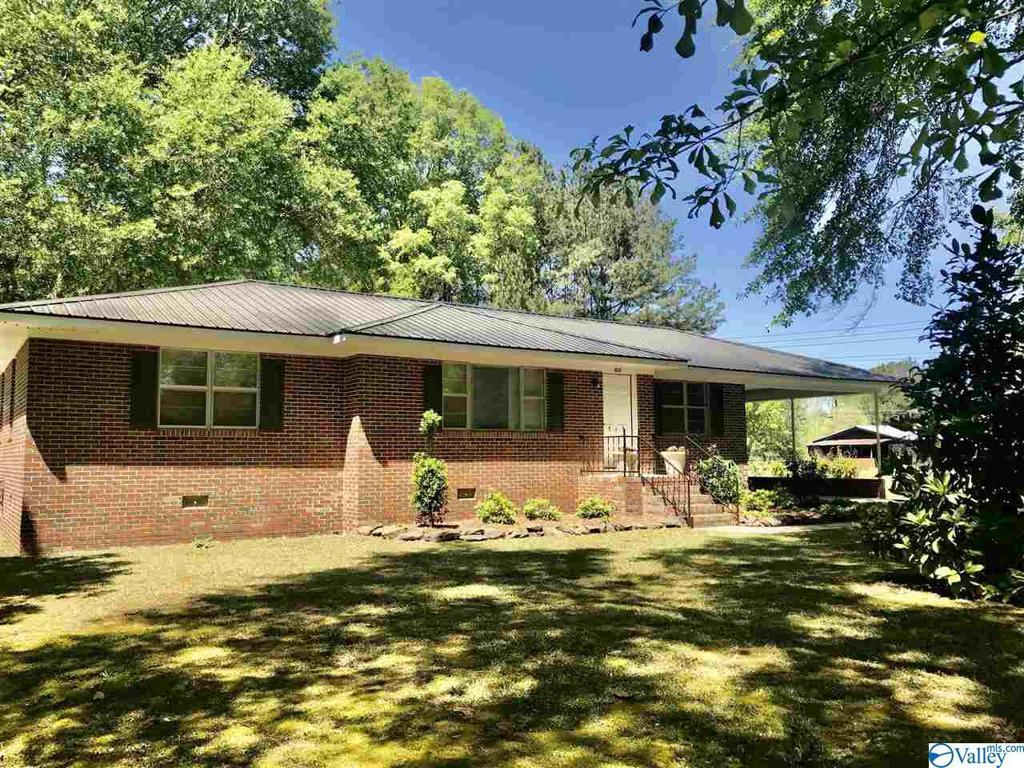 Photo of home for sale at 515 College Street N, Glencoe AL
