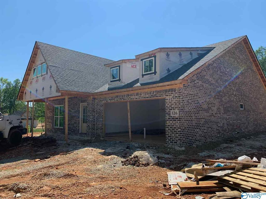 Photo of home for sale at 126 Rosebud Drive, New Market AL