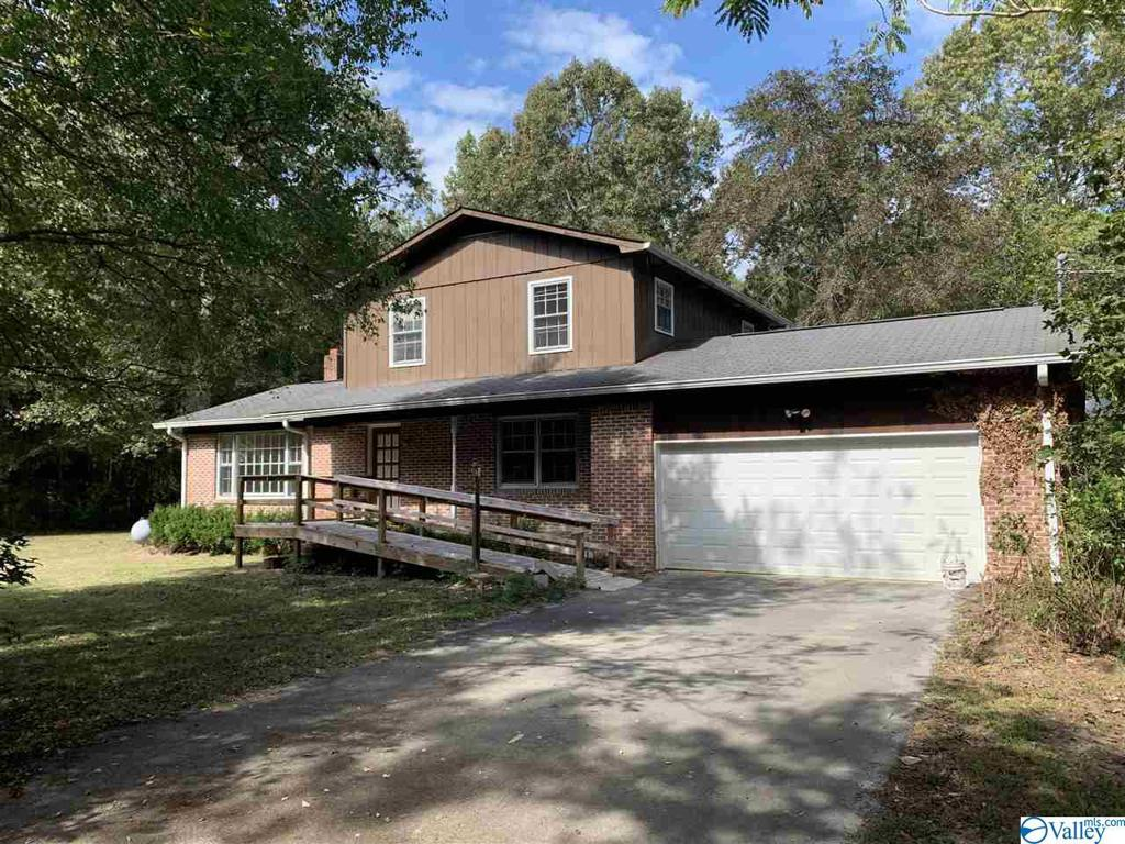 Photo of home for sale at 2798 Daystar Lane, Southside AL