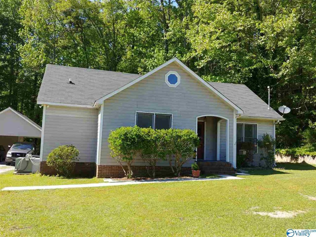 Photo of home for sale at 5626 Slasham Road, Southside AL