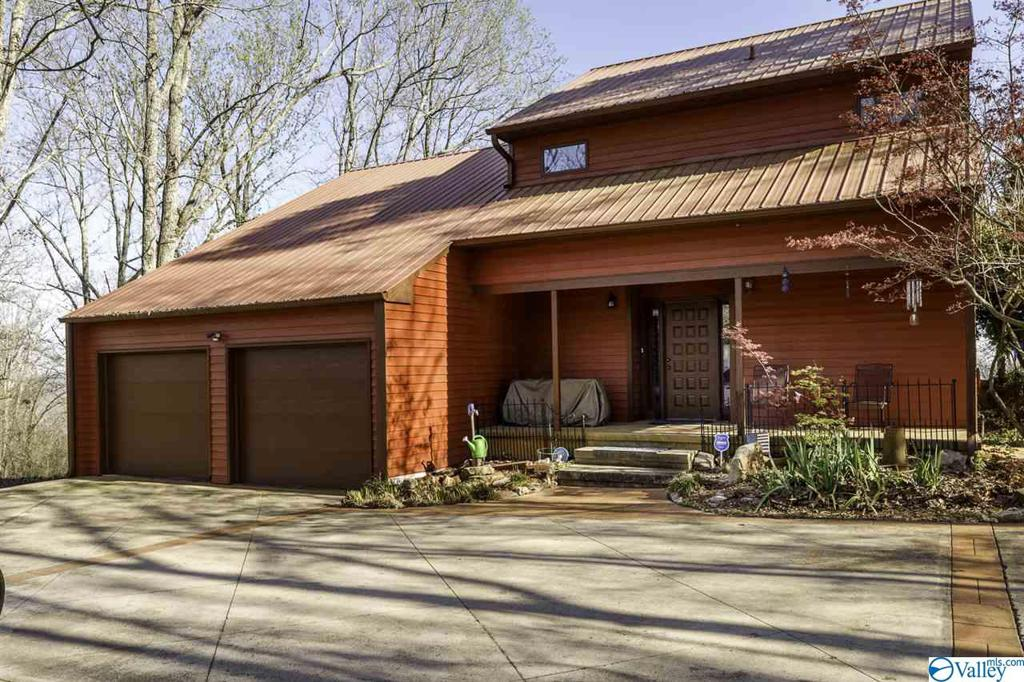 Photo of home for sale at 245 Mountain Heights Ridge, Scottsboro AL