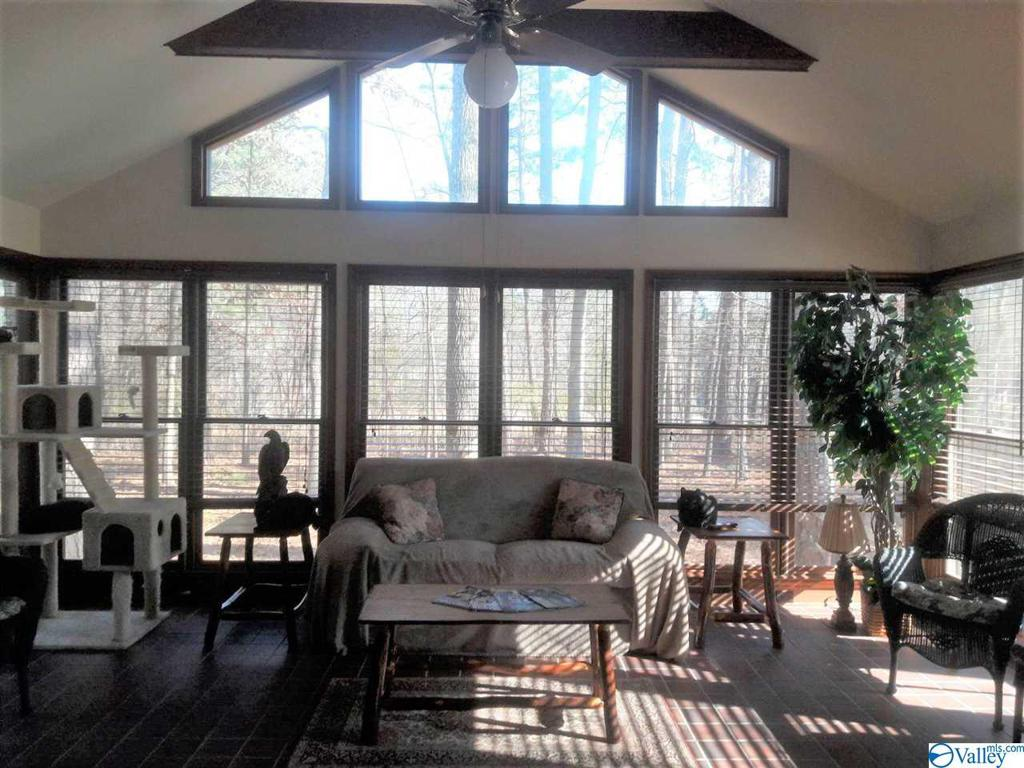 Photo of home for sale at 507 Misty Lane, Rainbow City AL