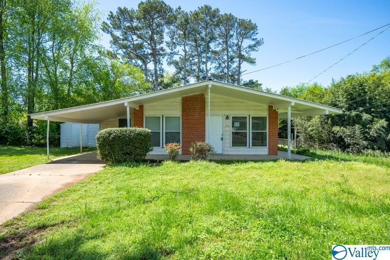 Photo of home for sale at 2131 Griffith Drive, Huntsville AL