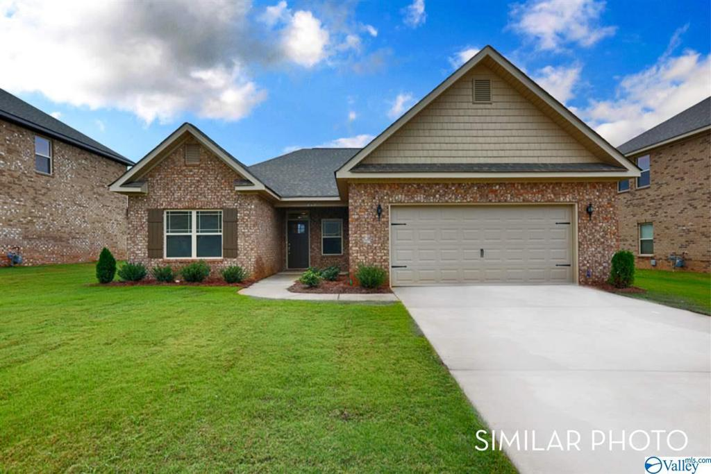 Photo of home for sale at 152 Saddle Street, New Market AL