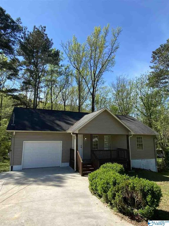 Photo of home for sale at 3205 Valley Street, Guntersville AL