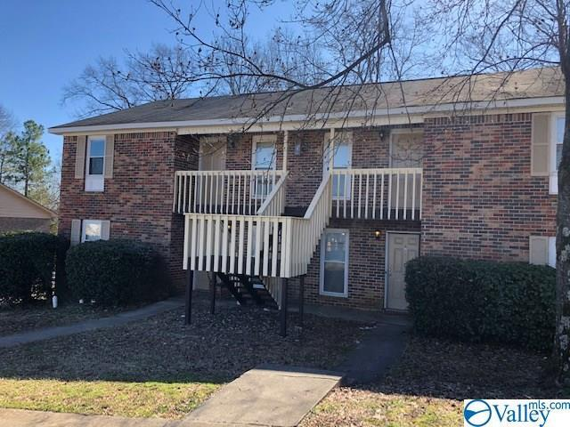 Photo of home for sale at 4437 Torrance Drive, Huntsville AL