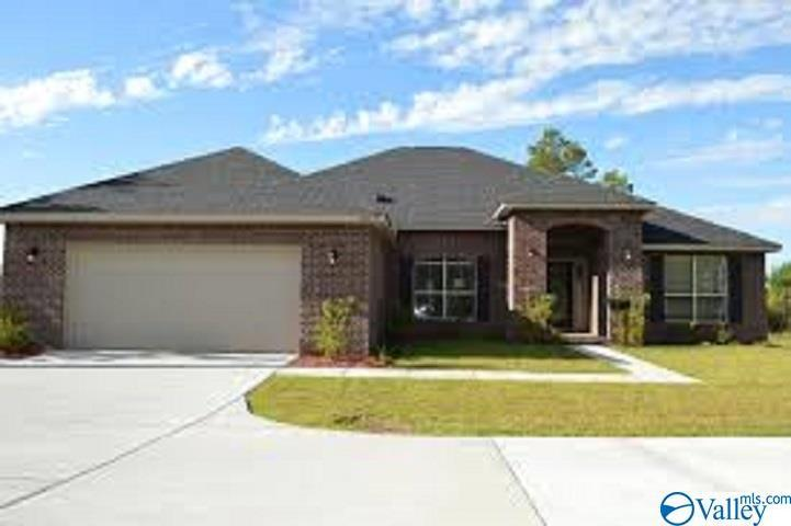 Photo of home for sale at 103 Manor View Circle, Huntsville AL