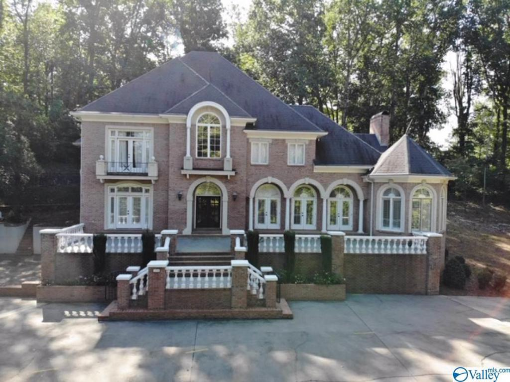 Photo of home for sale at 204 Camille Circle, Gadsden AL