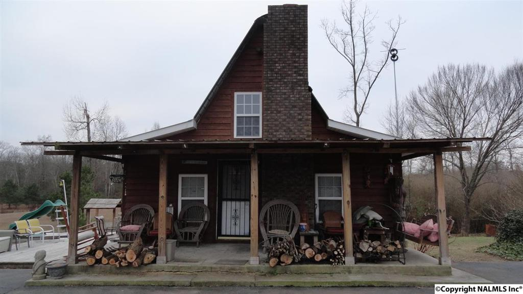 Photo of home for sale at Jack Morrow Road, Guntersville AL