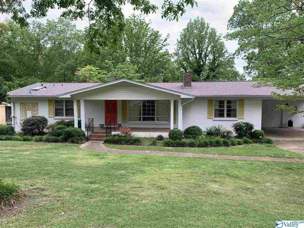 Photo of home for sale at 1332 Monte Vista Drive, Gadsden AL