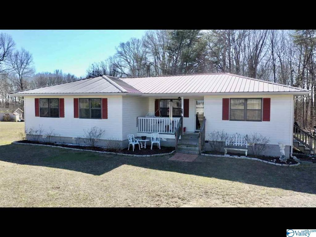 Photo of home for sale at 399 County Road 191, Fackler AL