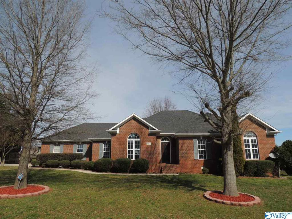 Photo of home for sale at 113 Gorham Drive, Huntsville AL
