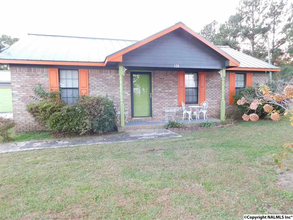 Photo of home for sale at 128 County Road 286, Courtland AL