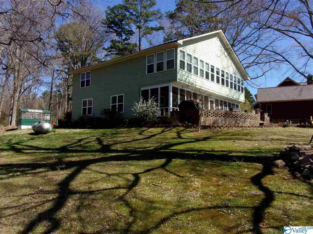 Photo of home for sale at 100 County Road 690, Cedar Bluff AL