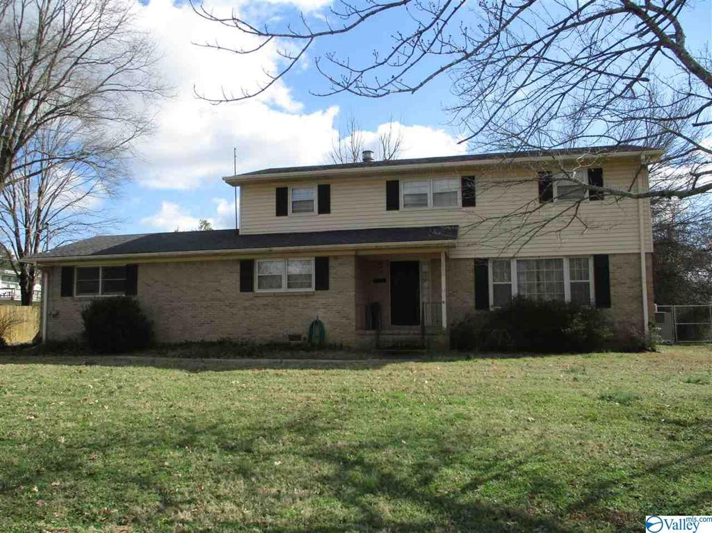 Photo of home for sale at 812 Farley Drive, Huntsville AL