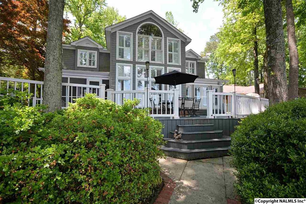 Photo of home for sale at Lake Breeze, Guntersville AL