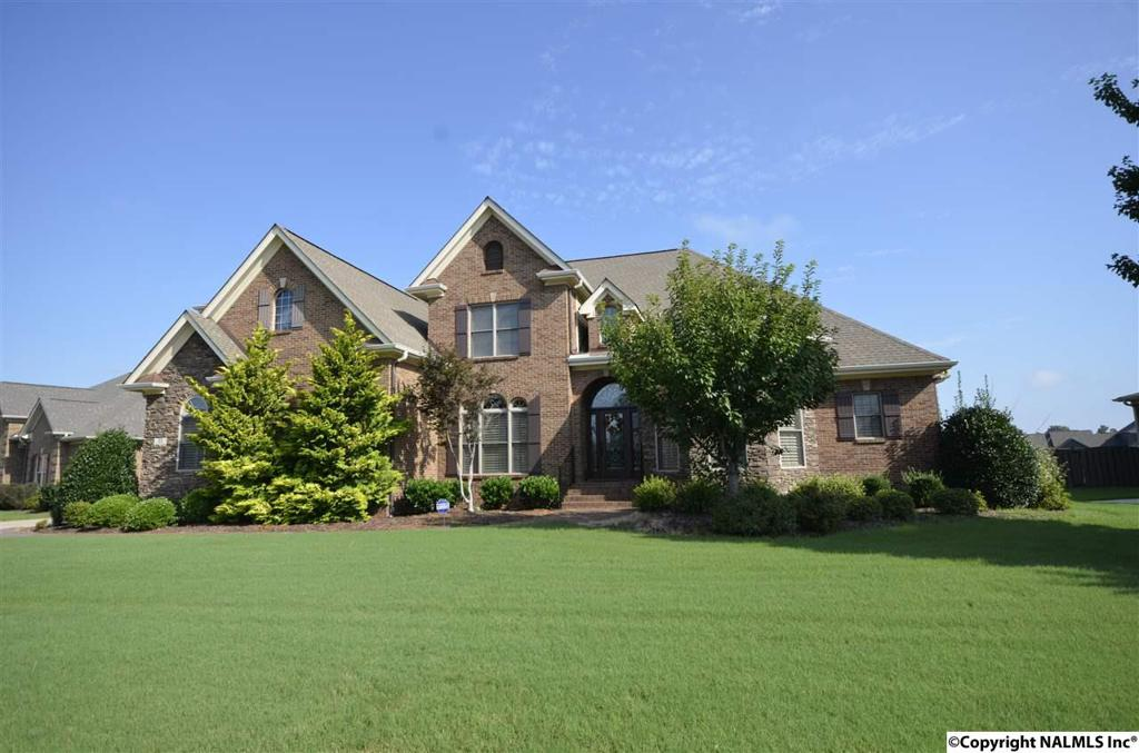 Photo of home for sale at 12 Walnut Cove Boulevard, Huntsville AL