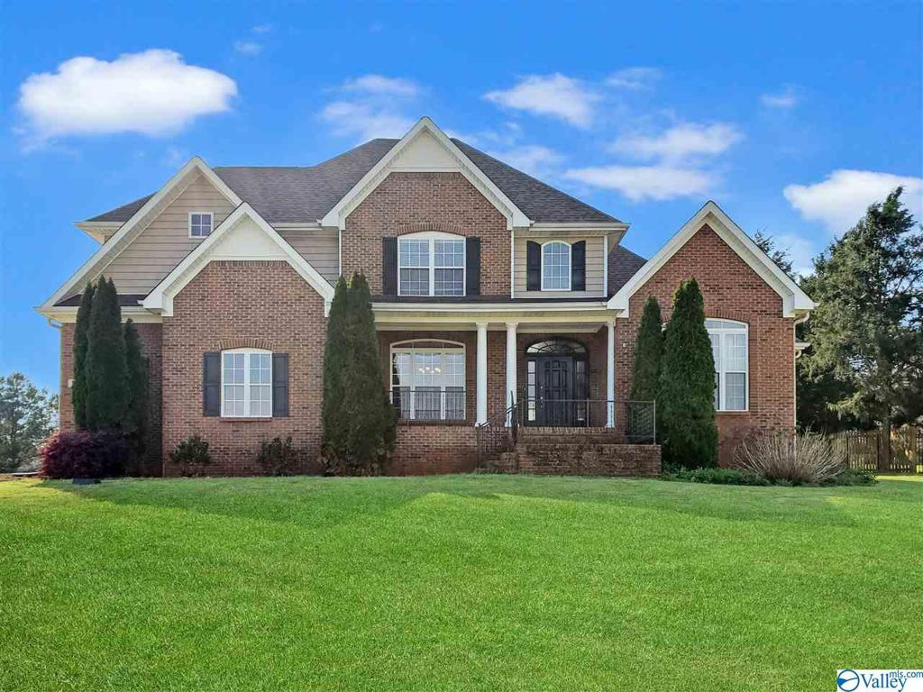Photo of home for sale at 114 Coyote Creek Road, Meridianville AL