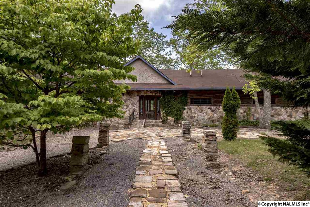 Photo of home for sale at 15861A County Road 89, Mentone AL
