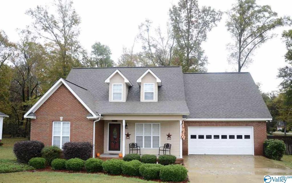 Photo of home for sale at 105 Cove Creek Road, Rainbow City AL
