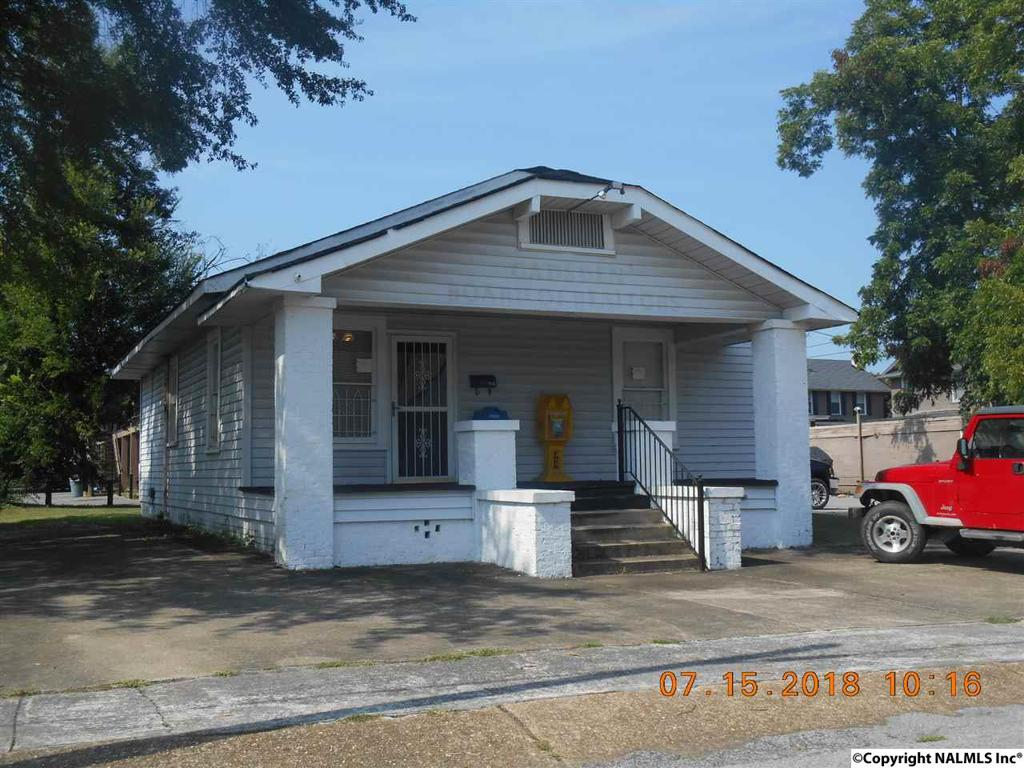 Photo of home for sale at 406 Duncan Street, Gadsden AL