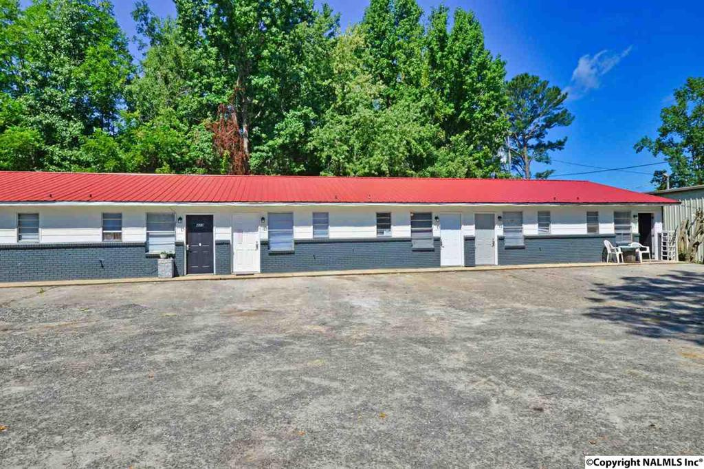 Photo of home for sale at 415-433 Cleveland Avenue, Cullman AL