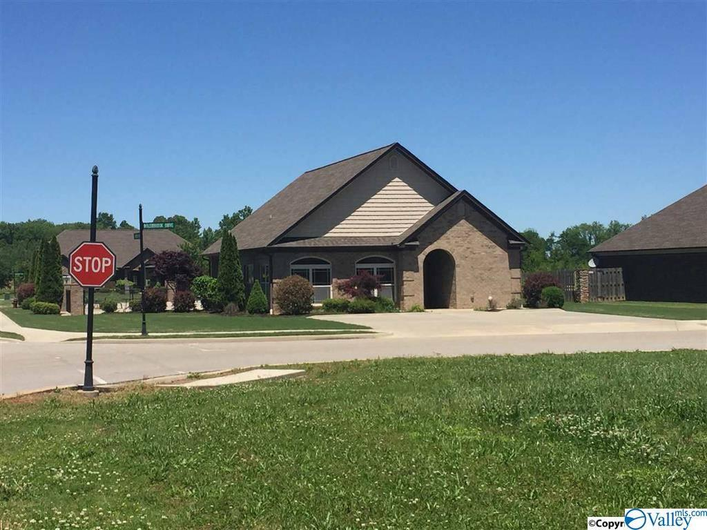 Photo of home for sale at 42 Canterbrook Drive, Trinity AL