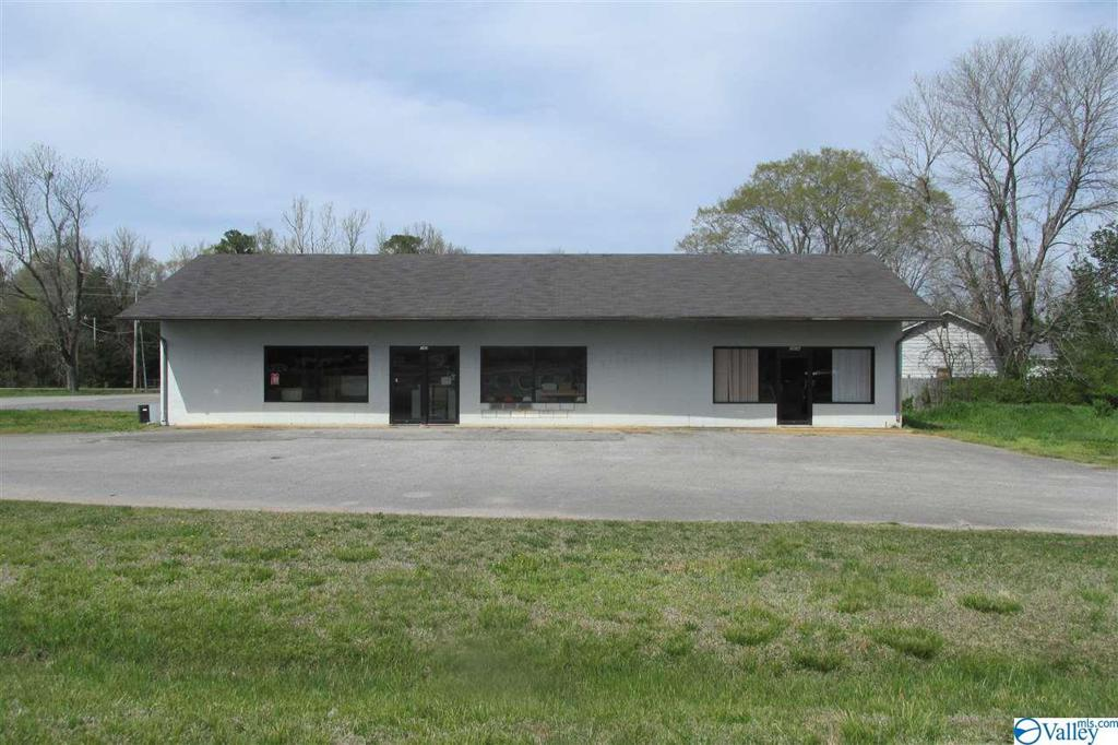 Photo of home for sale at 103 Duckett Street, New Hope AL