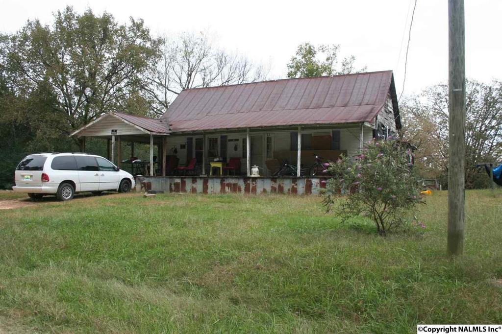 Photo of home for sale at 1350 Fenton Road, Arab AL