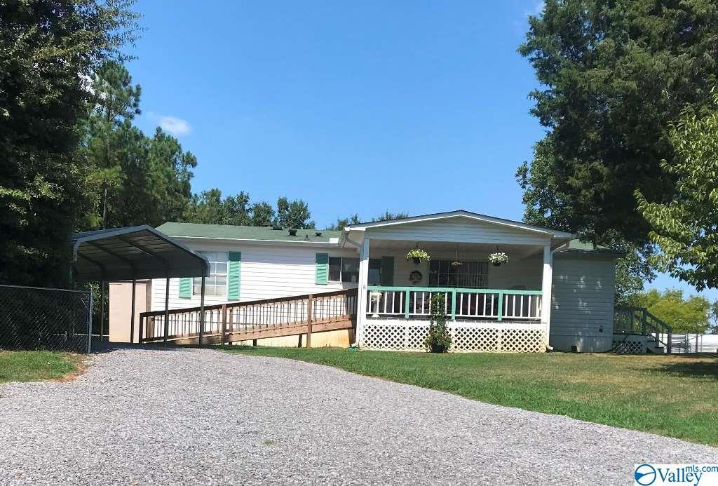 Photo of home for sale at 411 County Road 351, Leesburg AL