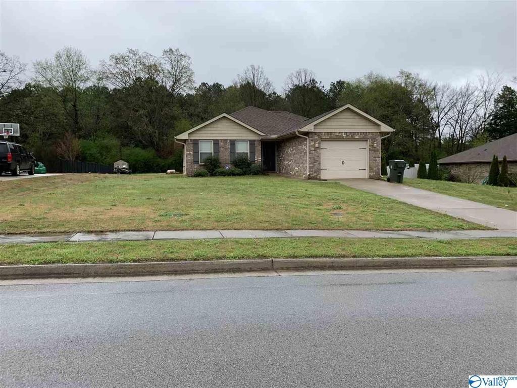 Photo of home for sale at 279 Lazy Oak Drive, New Market AL