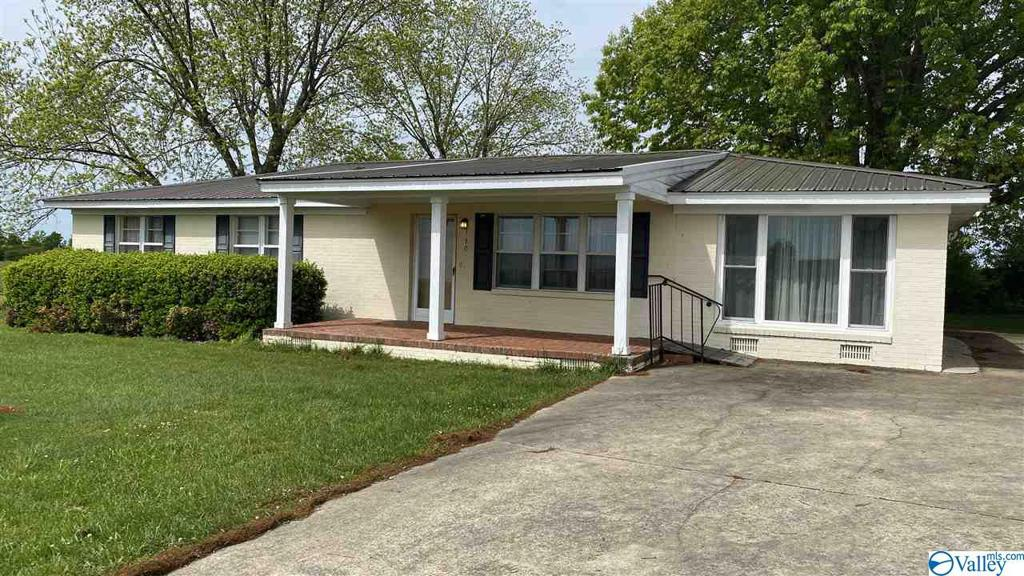 Photo of home for sale at 330 Eberhart Road, Fort Payne AL