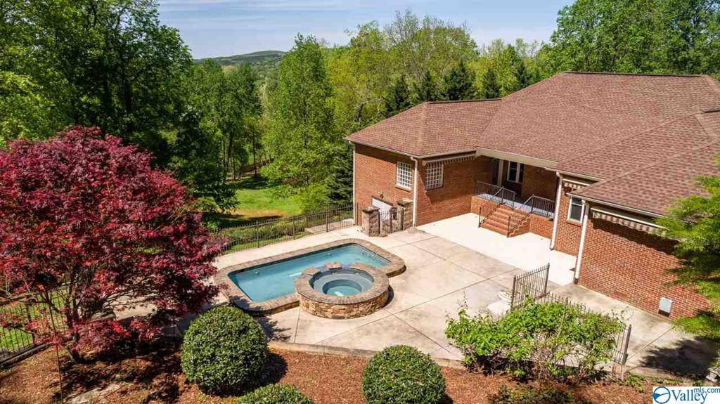 Photo of home for sale at 117 Anna Kathryn Drive, Gurley AL