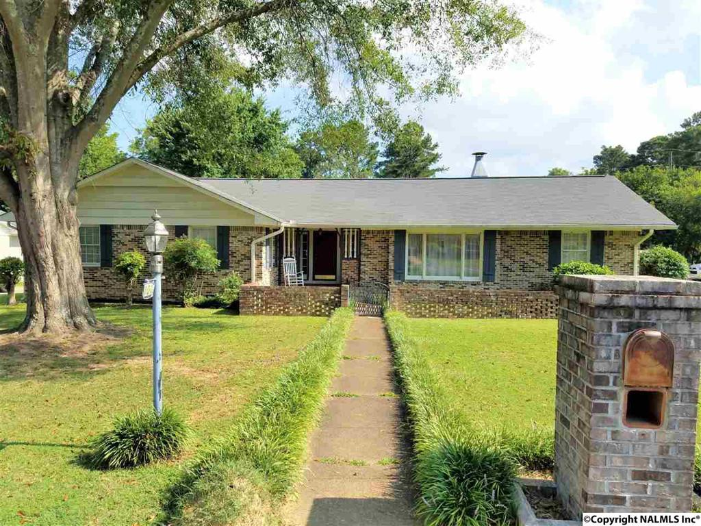 Photo of home for sale at 101 Dalehaven Place, Gadsden AL