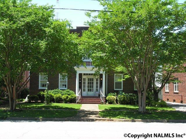 Photo of home for sale at Oak Street, Decatur AL