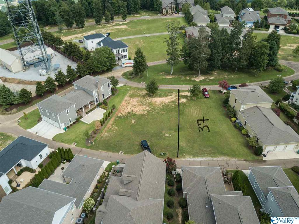 Photo of home for sale at 10 Royal Troon Drive, Huntsville AL