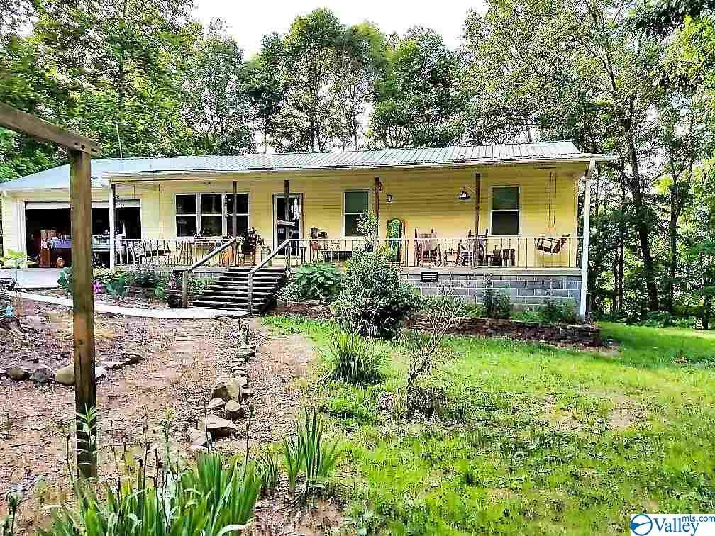 Photo of home for sale at 2001 County Road 8, Woodville AL