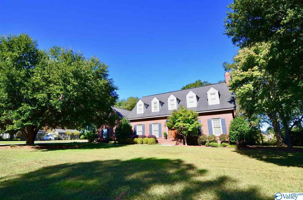 Photo of home for sale at 104 Clokey Drive, Gadsden AL