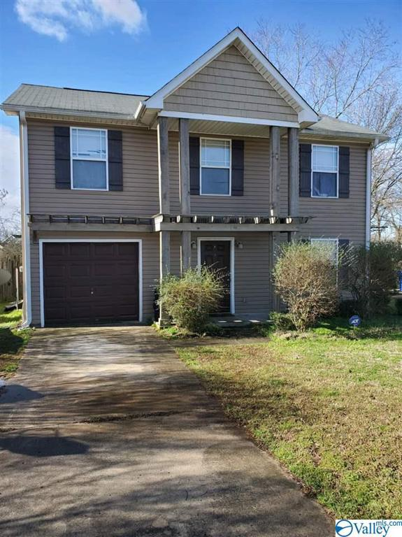 Photo of home for sale at 2517 Pioneer Drive, Huntsville AL