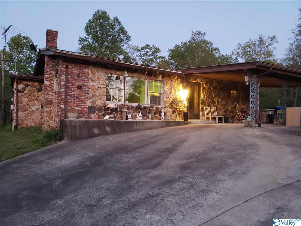 Photo of home for sale at 6701 Lay Springs Road, Gadsden AL