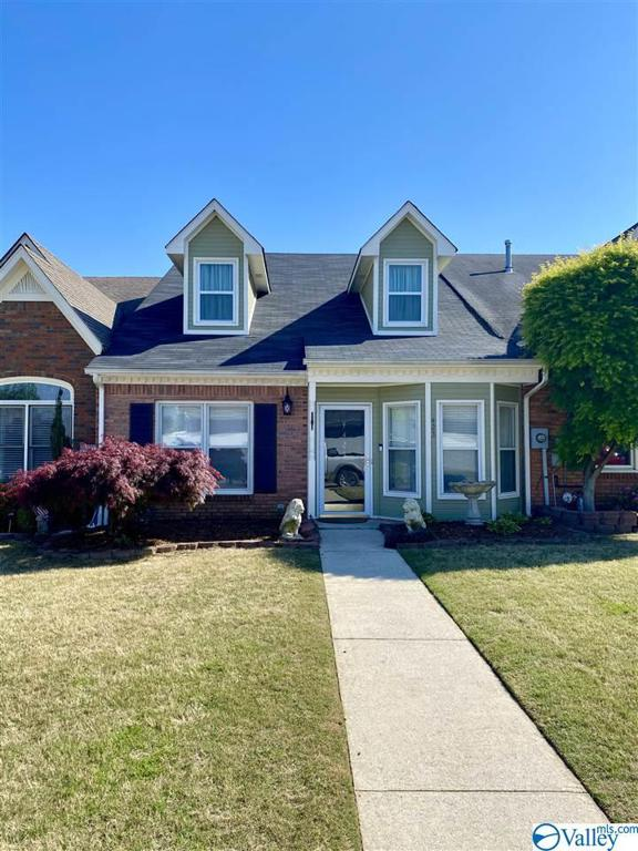 Photo of home for sale at 423 Covina Drive, Decatur AL