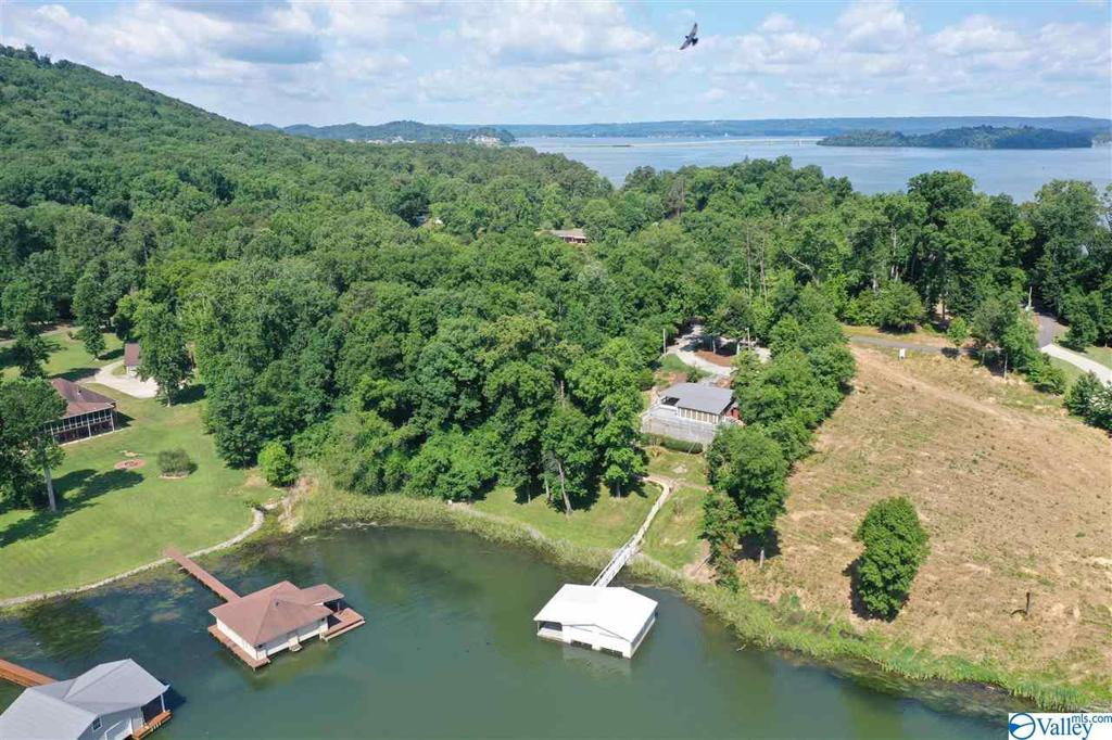 Photo of home for sale at 104 Signal Point Drive, Guntersville AL