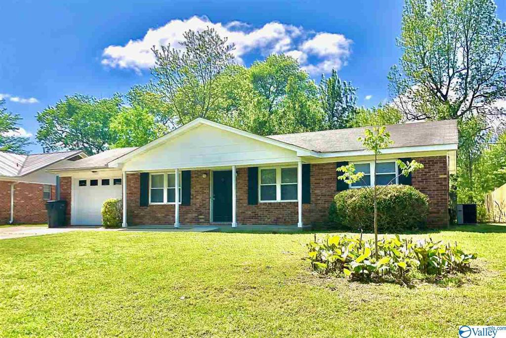 Photo of home for sale at 1015 Routon Drive, Decatur AL