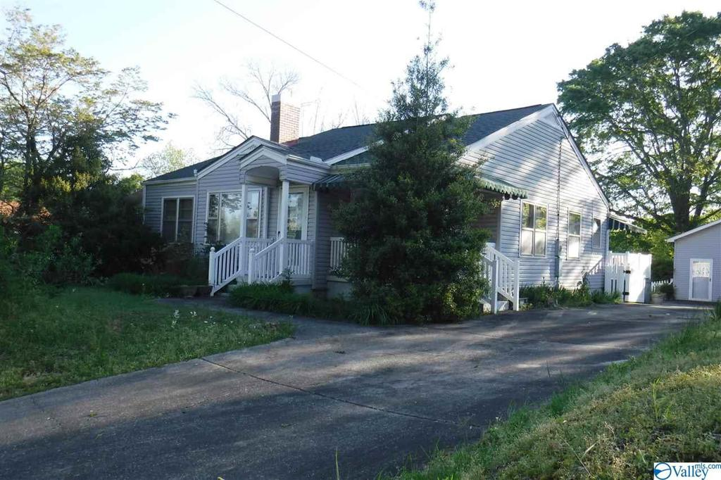Photo of home for sale at 606 Main Street, Arab AL