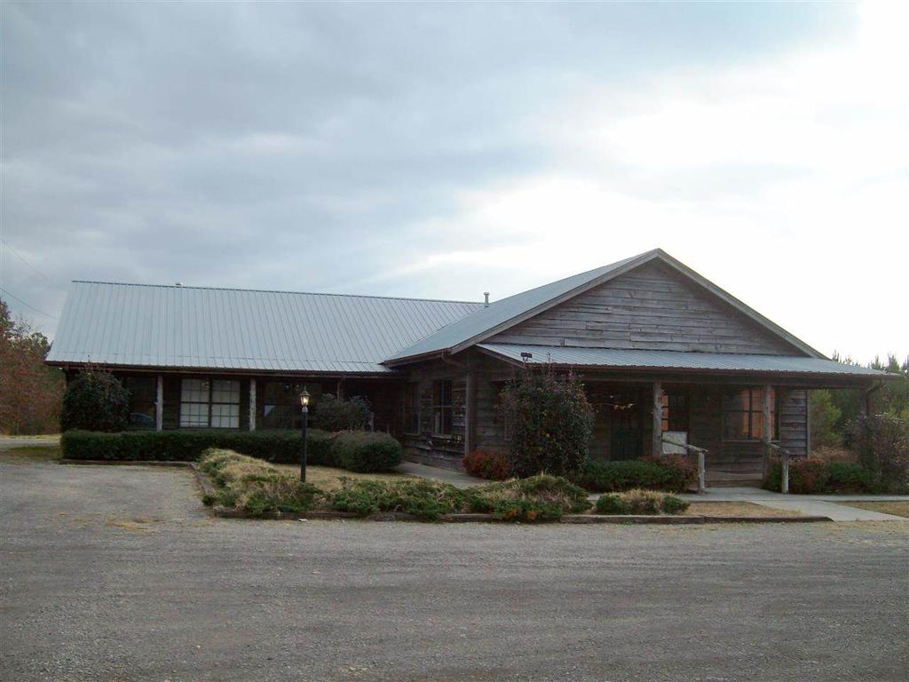 Photo of home for sale at 1100 Steele Station Road, Steele AL