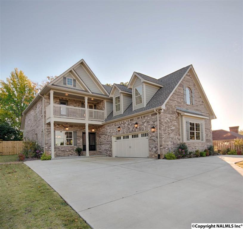 Photo of home for sale at 1008 Longwood Drive, Huntsville AL
