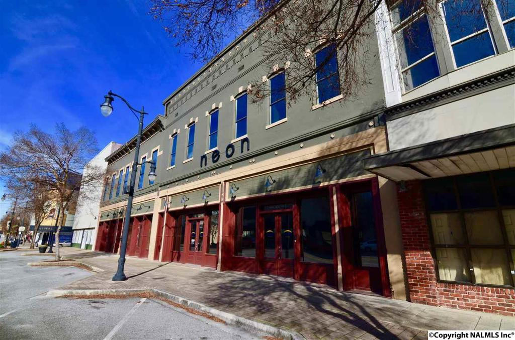 Photo of home for sale at Broad Street, Gadsden AL