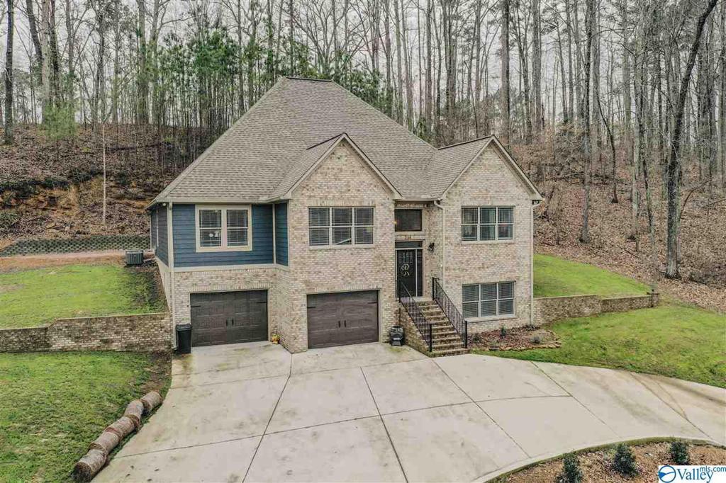 Photo of home for sale at 234 Seven Bark Drive, Cullman AL