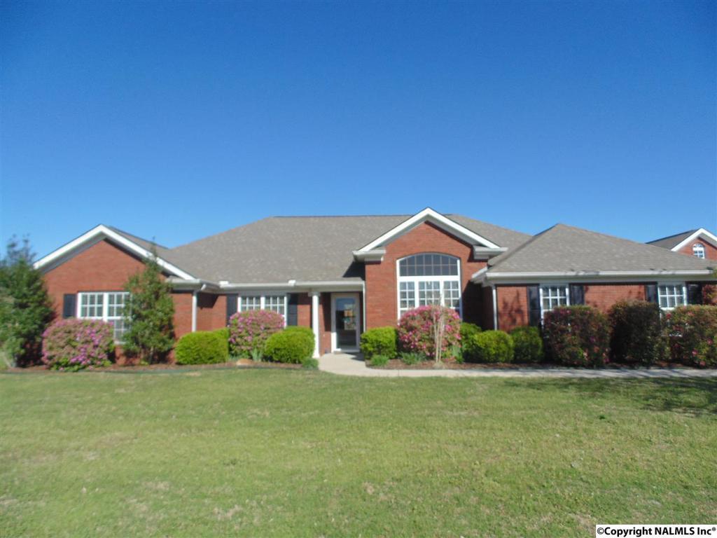 Photo of home for sale at Sebastian Drive, Huntsville AL