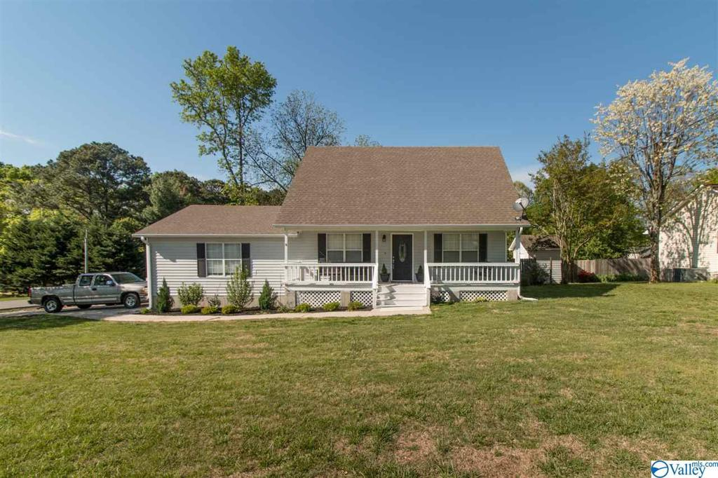 Photo of home for sale at 303 12th Avenue Ne, Arab AL